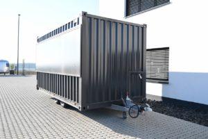 Absenkbarer Verkaufsanhänger in Container Optik.