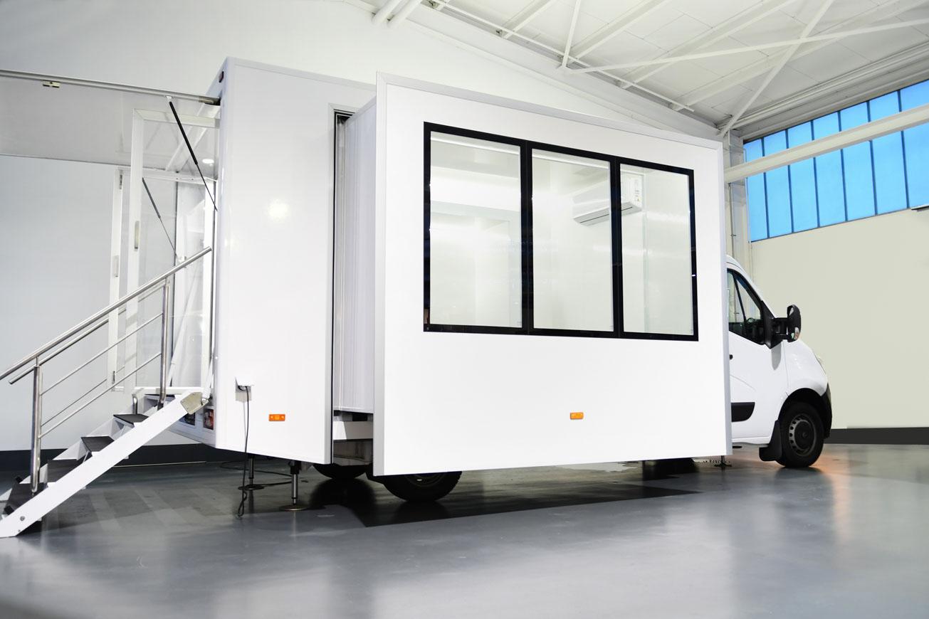 Promotionfahrzeuge mit Slide Out Erker für 15 m2 Innenraum.
